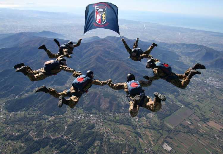 1° Reggimento Paracadutisti Tuscania in Addestramento
